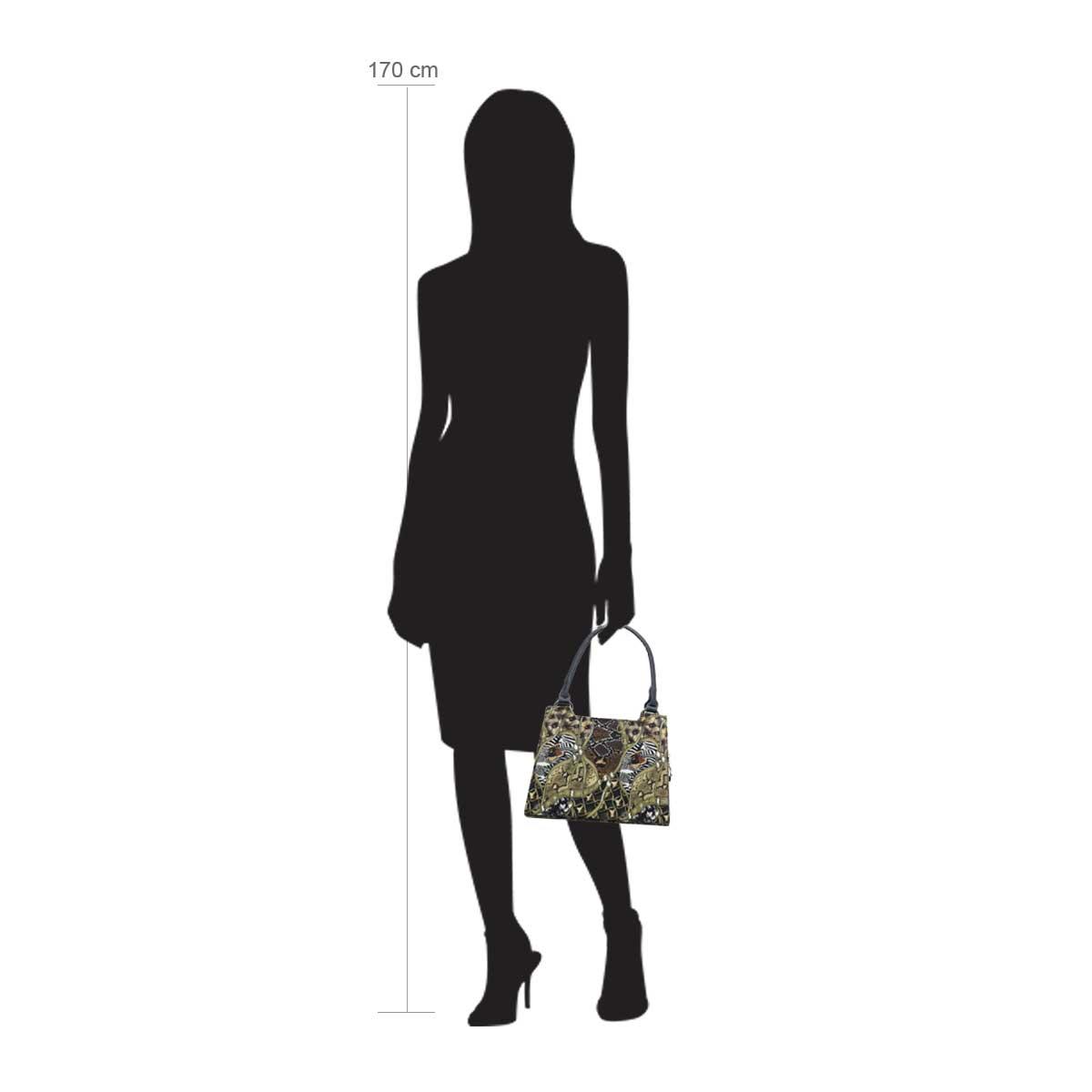 Modellpuppe 170 cm groß zeigt die Handtaschengröße an der Person Modell:Samar