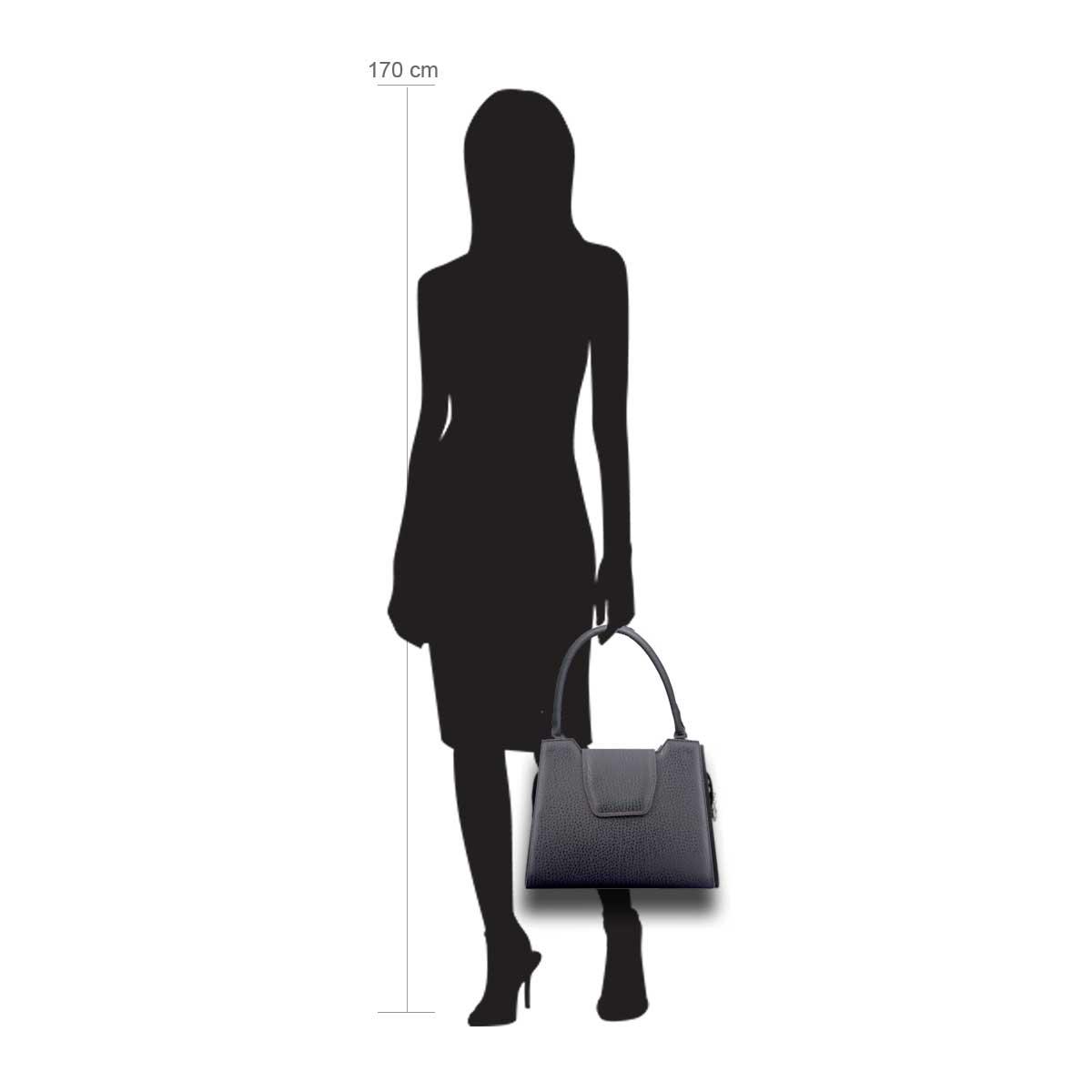 Modellpuppe 170 cm groß zeigt die Handtaschengröße an der Person Modell: Cancun