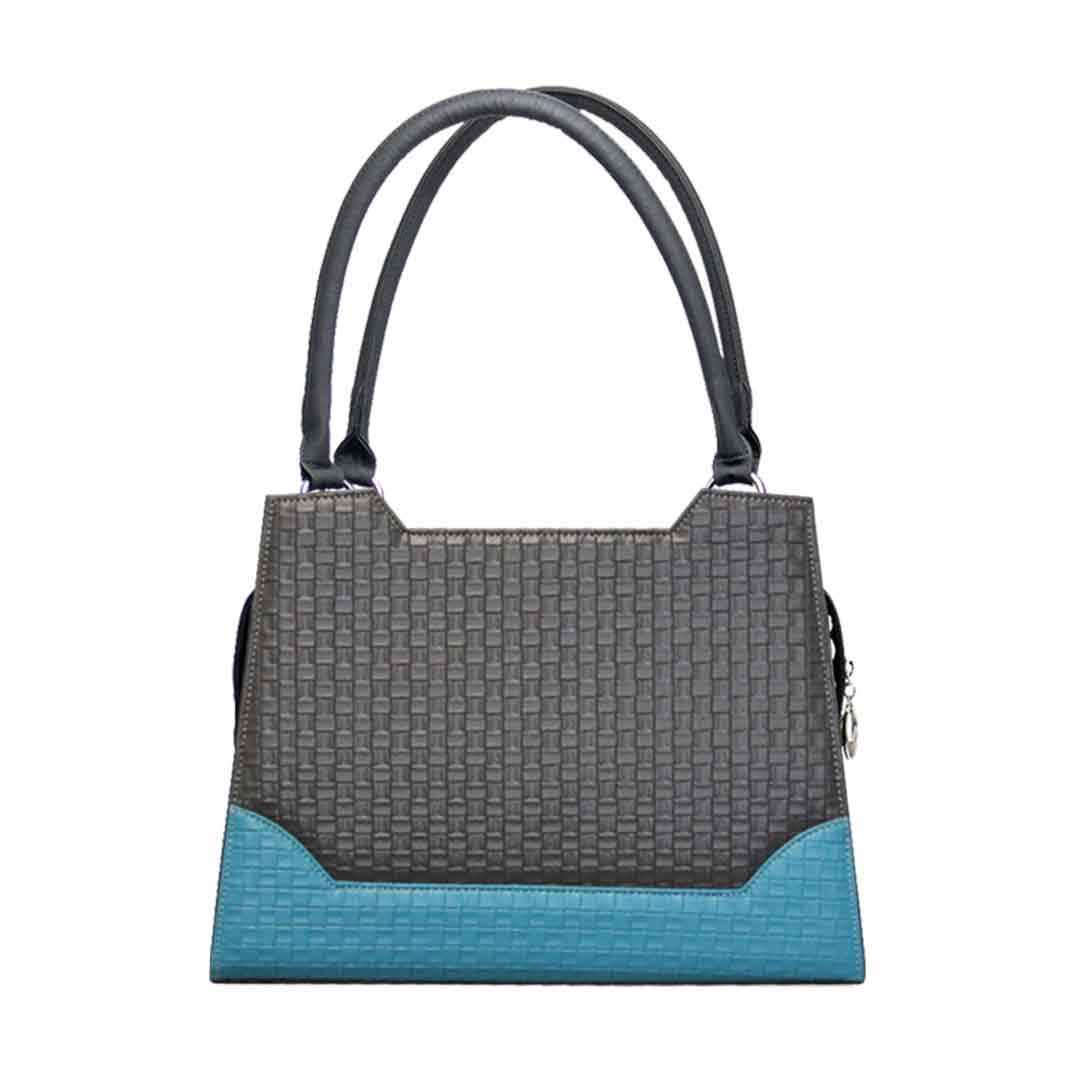 grau blaues Karomuster an der Delieta elegance Modell Brüssel