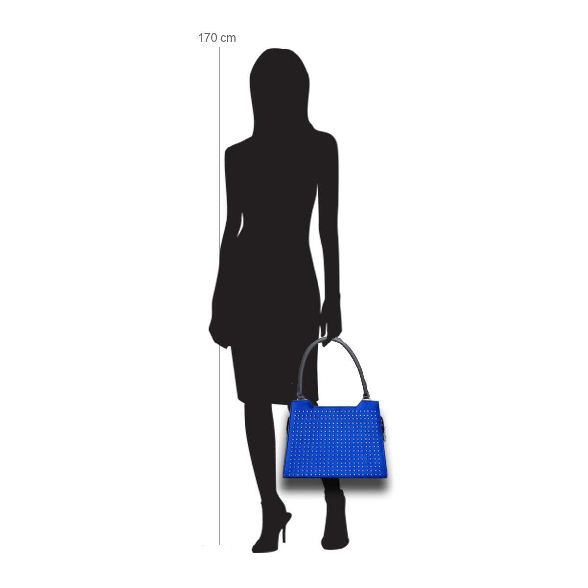 Puppe 170 cm groß zeigt die Taschengröße an . Modell: Luxor