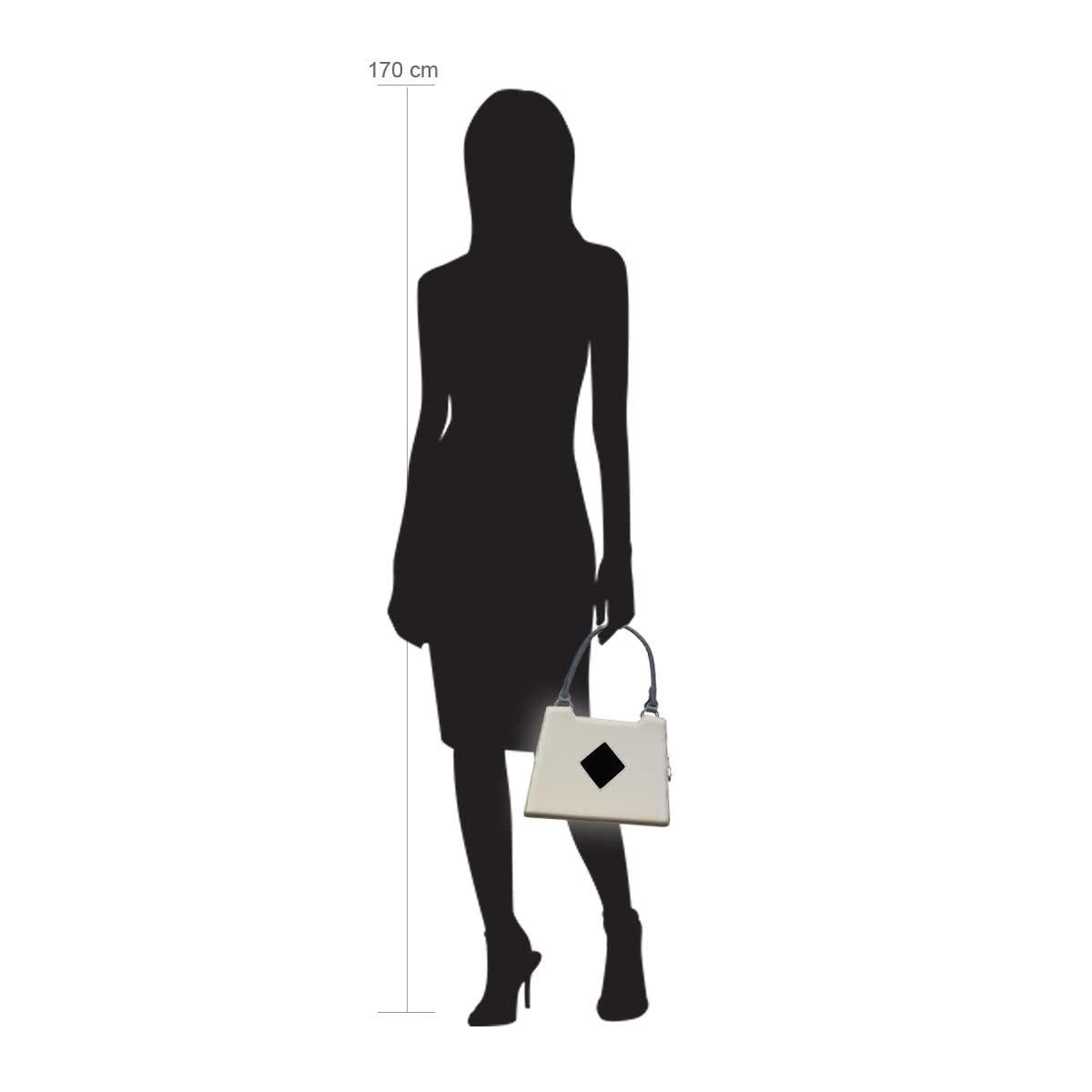 Modellpuppe 170 cm groß zeigt die Handtaschengröße an der Person Modell: Dublin Creme