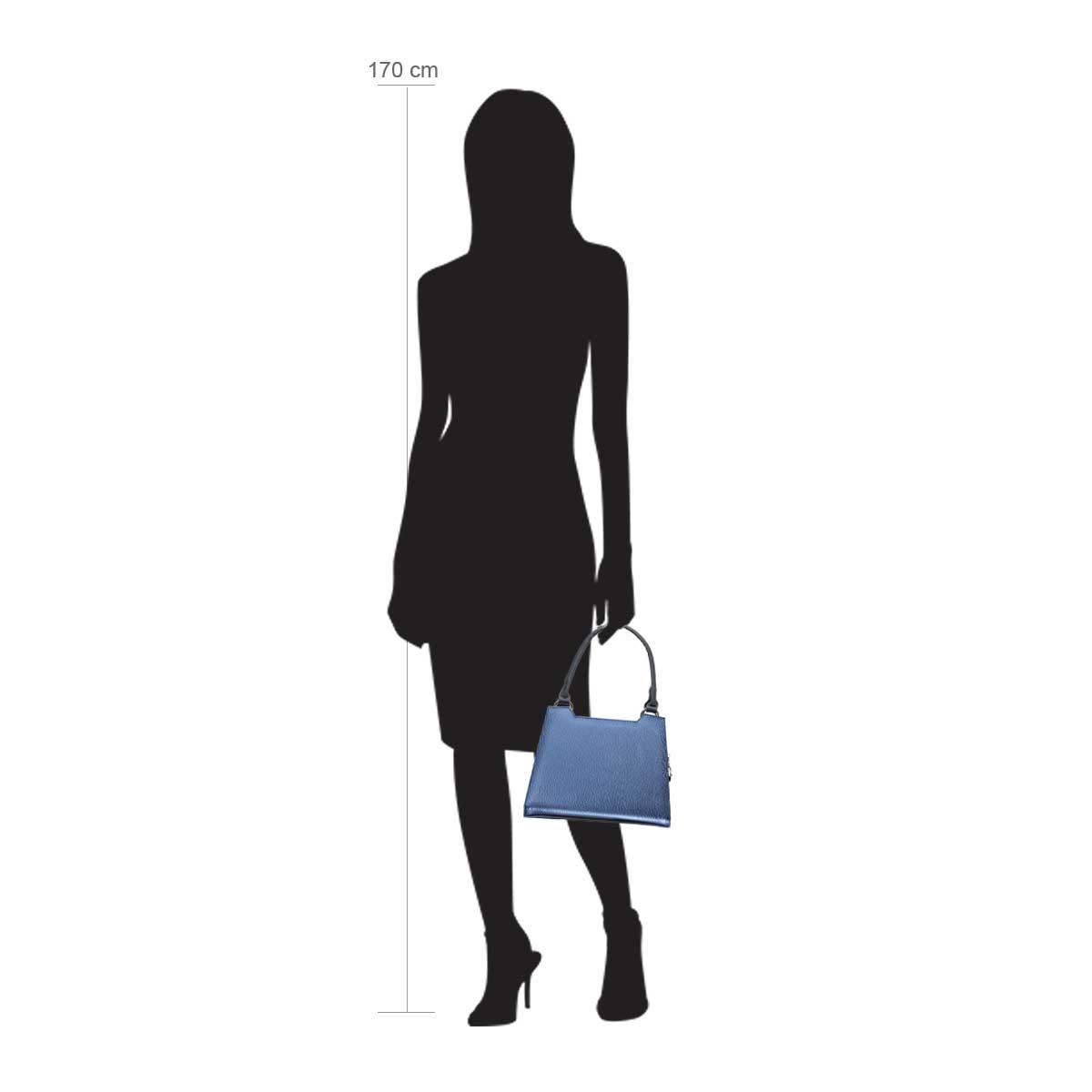 Modellpuppe 170 cm groß zeigt die Handtaschengröße an der Person Modell:Juneau