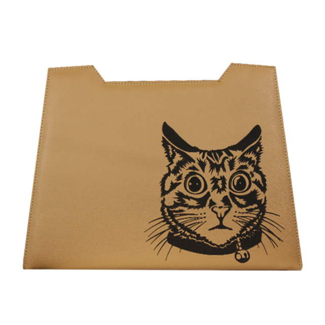 sandbraunes Design mit Lasergravur Katzenkopf
