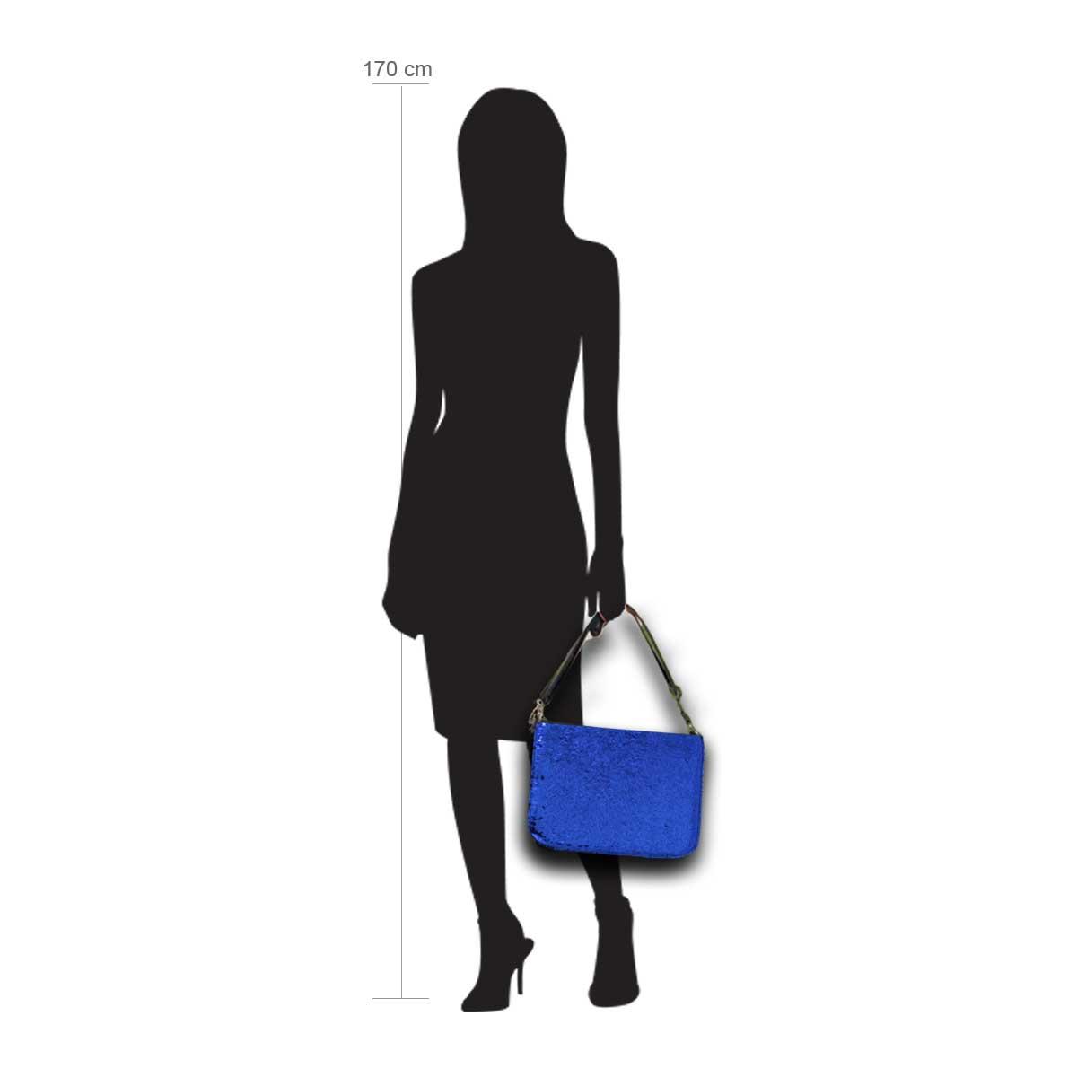 Modellpuppe 170 cm groß zeigt die Handtaschengröße an der Person Modell:Avalon