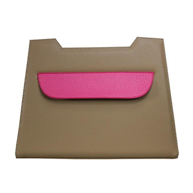 Design in Braun mit Pinkfarbener Klappe Quer über das Design