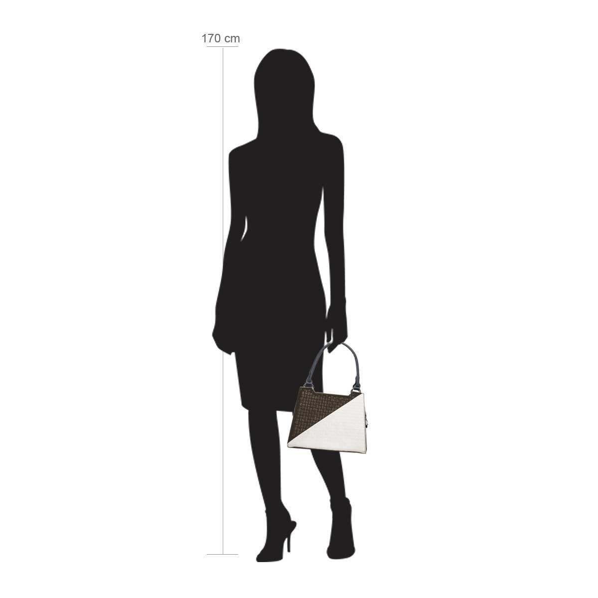 Modellpuppe 170 cm groß zeigt die Handtaschengröße an der Person Modell:Cappuccino