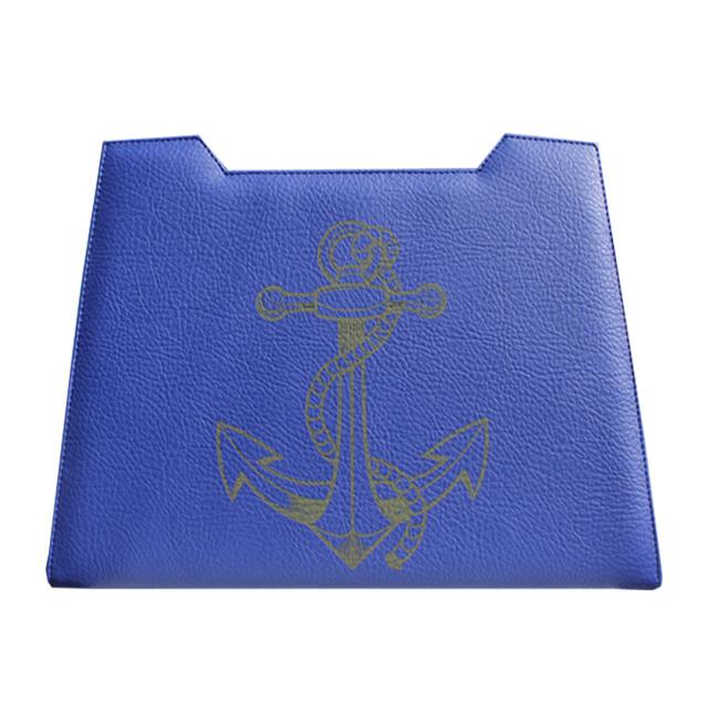 blaues Design mit Anker Gravur in schwarz