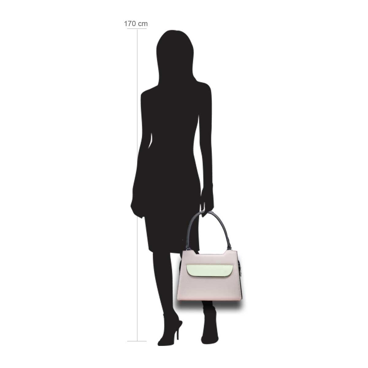 Puppe 170 cm groß zeigt die Taschengröße an . Modell: Lissabon rosa weiß